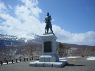 雪中隊銅像